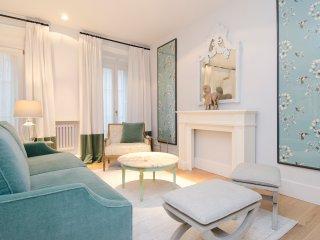 Piso luminoso y elegante de dos dormitorios ubicado en barrio mas vivo de Madrid