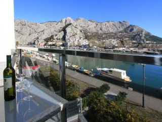 Luxury apartment with beautiful view and location!, Omis