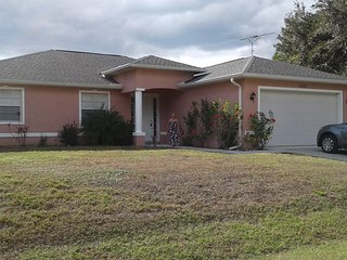 Quite newer home minutes from shopping and beaches, North Port