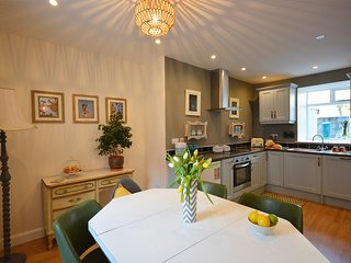 SunnyBank - Beautiful home! Very stylish, Dingle