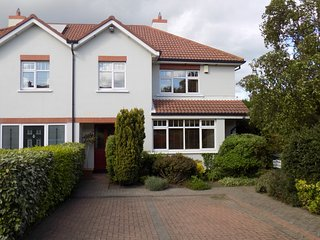Spacious, well maintained 4 bed close to Dublin city centre, with sea views