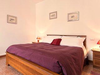 Comfortable room with ample bathroom (B&B Benebenniu)