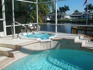 4 Bedr/3 Bath,On Water,Pool,Hot Tub,Cape Harbor
