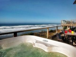Blue Dolphin-Hot Tub and Oceanfront! Open 9/17-20--$50 Off