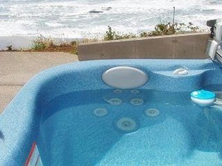 SEABIRD COTTAGE OCEANFRONT W/ HOT TUB GORGEOUS VIEW!