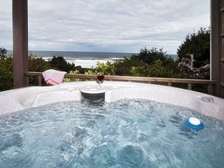 Porthole-Oceanfront w/ Hot Tub Open 8/27-31