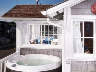 Nantucket Hot Tub & Close to Casino! Open 8/8-10-- $50 OFF
