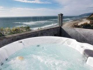 PIRATES LOOKOUT OCEANFRONT W/ HOT TUB STUNNING VIEW!