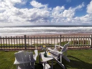 Beach Front Lodge -OCEANFRONT W/ GAZEBO & GORGEOUS VIEW!
