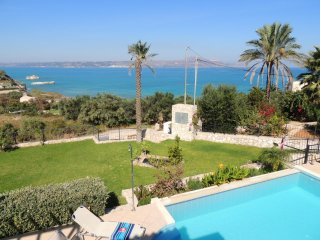 Villa Nina, gorgeous villa w/3 bedrooms & views, walk to beach, shops & tavernas