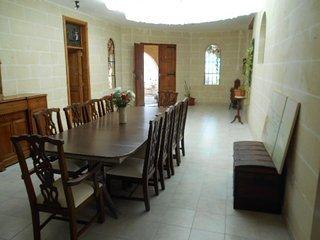 Authentic farm house -bungalow in Birzebugga, Birzebbuga