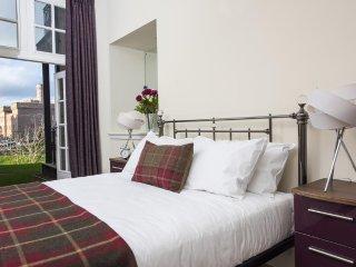 Ardconnel Court - Apartment 3 - 3 Bedrooms & Balcony