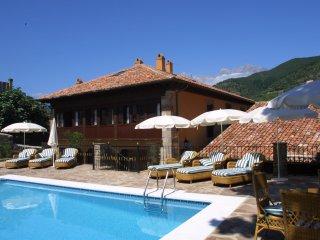 Apto Villa de Potes en el centro con piscina