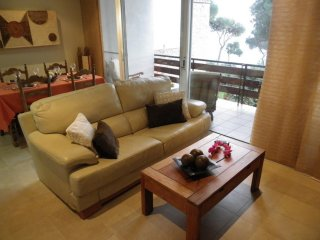 APARTMENT ONLY 3 MINUTES FROM THE BEACH ref ANA