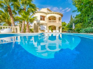 Villa Devis -  Quiet area, 900 m to the sand beach and facilities.