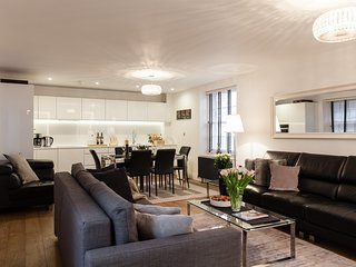 !LUXURY!! CENTRALl! NEW! 2BEDROOMS/ 3 BEDS/ 2BATH COVENT GARDEN, 3 min to subway