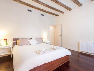 AMAZING DOUBLE ROOM + PRIVATE BATHROOM ENSUITE + BALCONY + PRIVATE WARDROBE ROOM