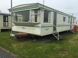 Caravan 8 Berth....Ty Gwyn Caravan Park T-5  Pet Friendly :), Towyn