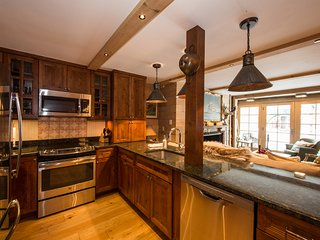 Vail Row House 3-Bedroom in the Heart Of Vail Village