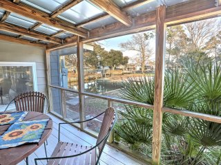 3BR Harkers Island Cottage w/Private Boat Ramp!