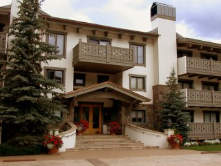 Villa Cortina 2-Bedroom 2-Bath Total Remodel in Vail Village