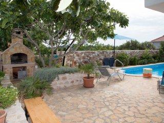 Bright Apartmant in Amazing villa with pool