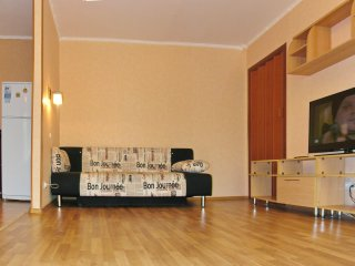 Светлая двухкомнатная квартира на Севастопольском проспекте