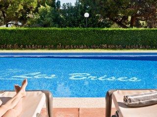 Brises II. A beautiful 1500m2 garden, a 150m2 swimming pool