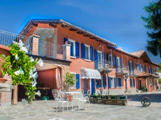 Wonderful villa near Alba Barolo, Sinio