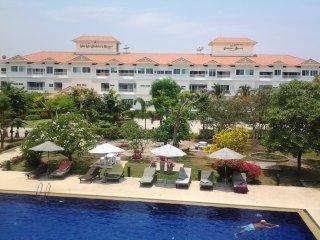 3rd Floor (Top) Studio Apartment in top quality condotel resort, Hua Hin