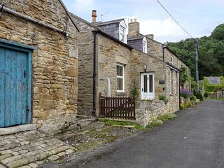 CHURCH COTTAGE, detached cottage, multi-fuel stove, WiFi, near Hexham, Ref 24621