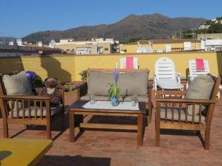 Apartamento con gran terraza privada WIFI Vistas a Bahia de Roses y las montanas