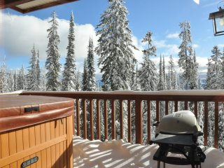 Ski In/Out, 3 Bdrm/2 Bth Copper Kettle Lodge, Big White Luxury, Private Hot Tub