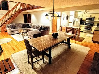 Spacious Mountain Lodge! 6 TVs, Deck, Firepit, Grill, Pool/Pong/Foosball Tables