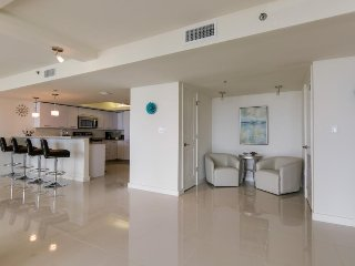 Spacious dog-friendly condo w/ stunning ocean views & shared pools/hot tubs!