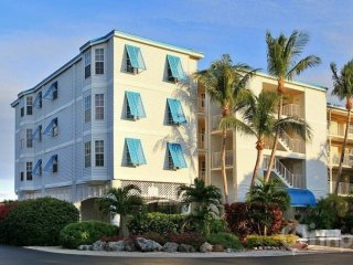 Tropical 2 Bedroom Ocean View Suites (U) - NEW POOL, Dock & Marina - Near all