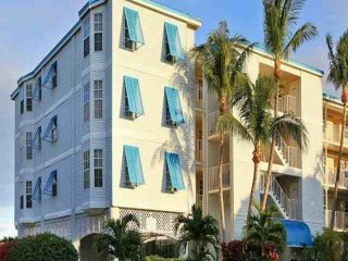 Tropical 2 Bedroom Island View Suites (E) - NEW POOL, Dock & Marina - Near all
