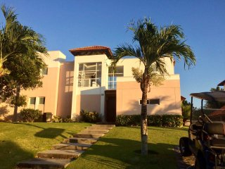 BEACH AND GOLF TOWN HOUSE FOR VACATION, Farallón (Playa Blanca)
