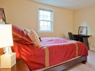 COZY 2 BEDROOM IN GREATER BOSTON, Brookline