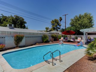 **Stunning 3bd Luxurious Home -2m from Strip!!**