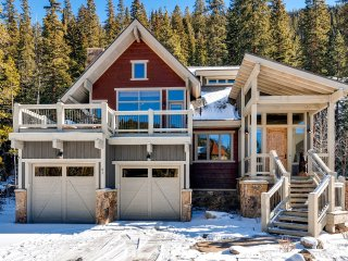 Luxurious two level mountain home! Kids ski free! ~ RA140652