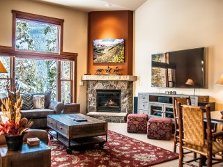 3 Bedroom, walking distance from the Gondola! Kids Ski Free! ~ RA140651, Keystone