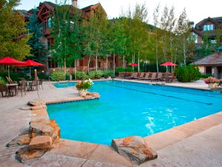 Cozy & Central Arrowhead Village Townhome, 3Br, Sleeps 6