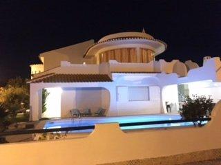 Charming Villa 1.9 km Praia Da Rocha near prestigious Golf courses,Casino