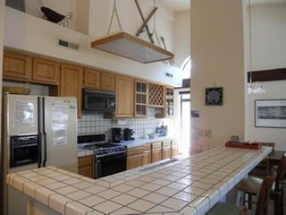 Spacious condo w/ shared hot tub, sauna & seasonal pool - walk to lifts/gondola!, Mammoth Lakes