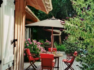 Idyllic house on the lake w garden, Saint-Alban-les-Eaux