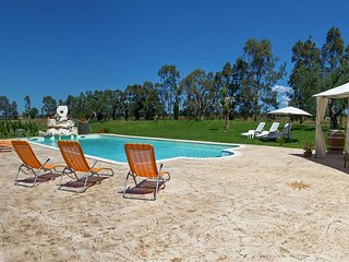425 Country House with Pool in San Donaci