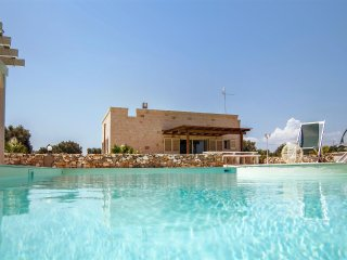 722 Villa with Pool and Jacuzzi in San Vito dei Normanni