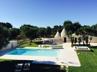 553 Villa with Pool and Jacuzzi in San Michele Salentino