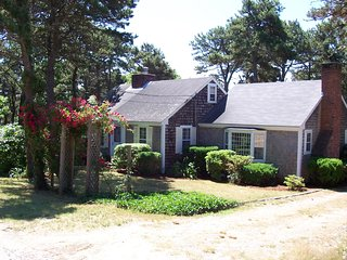 #604: Find peace & seclusion on this quiet street in Chatham close to the beach!